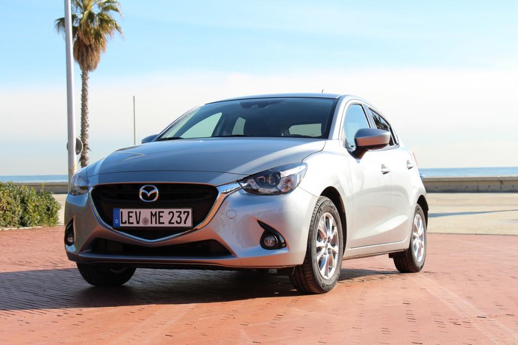 2015-Mazda2-13